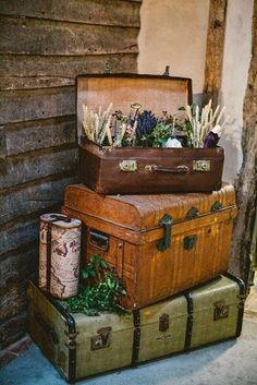 Use an old trunk or suitcase for flowers for vintage & rustic wedding decor