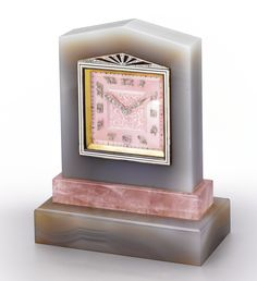 HAAS NEVEUX A FINE AND RARE AGATE, ROSE QUARTZ, ENAMEL AND DIAMOND-SET DESK TIMEPIECE CIRCA 1930