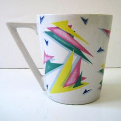 Vintage 1980s geometric mug, triangles.