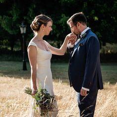 Jenny & James at their Chateau de Lisse wedding during the golden hour #chateaudelisse #weddingsfrance #goldenhour
