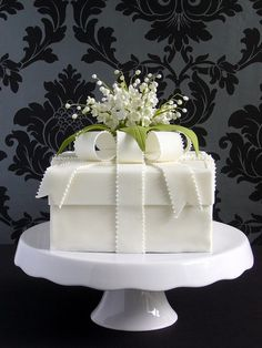 ♥ this simple gift box cake for a small wedding or an anniversary party. Two of my favorite things....cake and lilies of the valley!