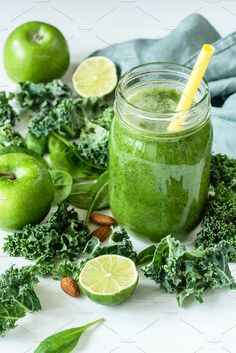 Green detox smoothie or blended juice in glass bottle on white. Smoothie with kale, broccoli, spinach, apple and lime. Concept of healthy Detox Juice Cleanse, Green Detox Smoothie, Healthy Juice Recipes, Juicer Recipes, Smoothie Cleanse, Green Smoothie Recipes, Healthy Snacks For Diabetics, Healthy Juices, Super Healthy Recipes