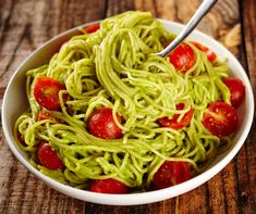 Makaronai su avokadais per 15 minučių - GamtosGrozioFormule. Vegetable Recipes, Vegetarian Recipes, Healthy Recipes, Pasta Recipes, Dinner Recipes, Avocado Cream Sauces, Alkaline Diet Recipes, Avocado Pasta, Hungarian Recipes