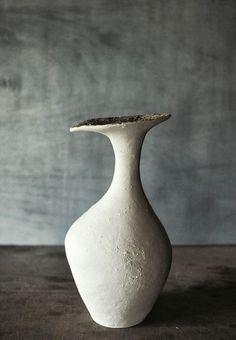 Textured & Flowing – Experimental Vases by Japanese Artist Yoko Komae | OEN