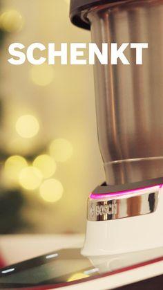 Welcher Helfer darf zur Weihnachtszeit auf keinen Fall fehlen? 🎄 Ganz klar: Unser Cookit! Jetzt hast du Zeit für die wirklich wichtigen Dinge: Zeit für die Familie, deine Gäste oder das Last Minute Geschenke einpacken. 😉 Helfer, Food Hacks, Coffee Maker, Kitchen Appliances, Wrap Gifts, Last Minute Gifts, Helpful Tips, Home Kitchens