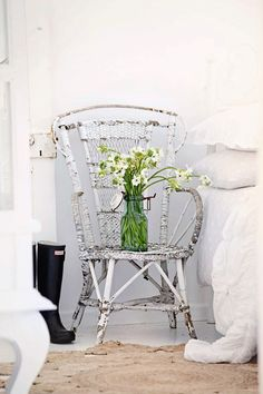 pretty shabby chair scored for $5 in a garage sale nice in my bedroom #white #chair #vintage #peacock