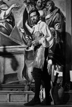 Subido en un andamio, El Greco (Mel Ferrer) pinta uno de sus cuadros.