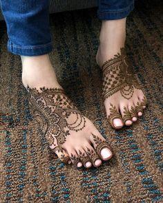 Mehndi Design Offline is an app which will give you more than 300 mehndi designs. - Mehndi Designs and Styles - Hand Henna Designs Modern Mehndi Designs, Mehndi Designs For Girls, Mehndi Design Photos, Mehndi Designs For Fingers, Dulhan Mehndi Designs, Simple Mehndi Designs, Mehndi Designs For Hands, Modern Henna, Leg Mehendi Design