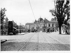 """#Bucuresti 1925  Podul de la Izvor văzut spre Strada Uranus. În plan central, după pod, este Restaurantul """"Isvor"""", iar în stânga, stația și autobuzului 38. Tot în stânga, plan îndepărtat, se văd Arhivele Statului adăpostite mult timp în chiliile Mănăstirii Mihai Vodă. Foto A. GH. EBNER Bucharest, Old City, Locomotive, Romania, Old Photos, Chile, Places To Visit, Louvre, Street View"""