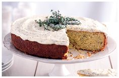vanilla cake with thyme and poppy seeds