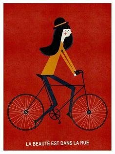 La mujer en bici.