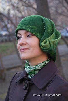 Власова Катерина Войлок KATAVLASYA Россия, Екатеринбург -- sorry not to credit properly. Wonderful how the pleats roll up!