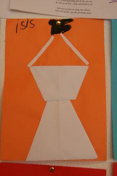 Een trouwjurk. gemaakt van vliegertjes (2).