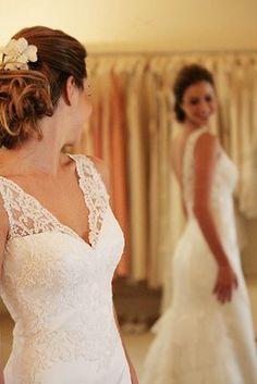 vestido de noiva de renda decote V