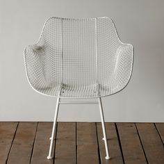The Biscayne Chair is a classic chair for a garden patio or in a mix of chairs around a mid-century dining table. We use our outdoors but pull them in for the winter months in the Northeast. Contemporary Chairs, Modern Chairs, Round Seat Cushions, Woodstock, Mid Century Dining Table, Passion Deco, Family Dining Rooms, Living Room, Wire Chair