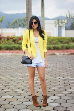 look do dia short com bota blazer amarelo colorido fashion style estilo moda borboletas na carteira-7