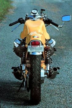 "motomo-d: ""DUCATI Sport classic,Sport 1000 : fiber tank and seat faring "" Moto Cafe, Cafe Bike, Cafe Racer Bikes, Cafe Racer Motorcycle, Motorcycle Design, Motorcycle Outfit, Women Motorcycle, Motorcycle Quotes, Motorcycle Helmets"