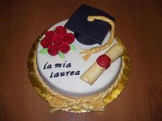 Torta laurea con tocco e pergamena!!: Torte Decorate Laurea   Cookaround