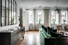 〚 Green velvet sofa and large library: apartment in Stockholm sqm) 〛 ◾ Photos ◾Ideas◾ Design Green Velvet Sofa, Green Sofa, Living Room Decor Inspiration, Best Leather Sofa, Couch Set, Living Room Green, Two Bedroom Apartments, Beautiful Interiors, Cool Ideas