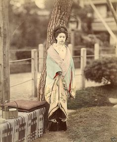 A hand-colored albumen silver print of a girl standing in a Japanese garden shot between 1870 and Japanese Costume, Japanese Kimono, Old Pictures, Old Photos, Kabuki Costume, Modern Kimono, Girl Standing, Meiji Era, Getty Museum