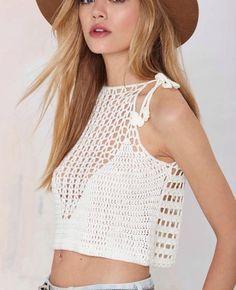 Olhem que peça mais linda e coringa para esse verão? … Continue lendoTop cropped em crochê