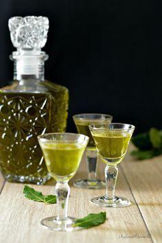 Liquore di alloro http://blog.giallozafferano.it/rafanoecannella/liquore-di-alloro/