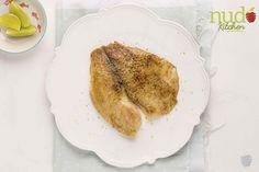 Pescado blanco al limón. Filete de tilapia fresca, asada a la parrilla con ralladura de limón y un toque de ajo.