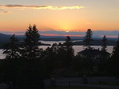 There are still some places in the world that are so breathtaking that even the most jaded explorers are awe-struck when they visit. Moosehead Lake in Maine is one of these places. Moosehead Lake Maine, Greenville Maine, Places To Travel, Places To Visit, Vacation Destinations, Great Places, New England, North America, Sunsets