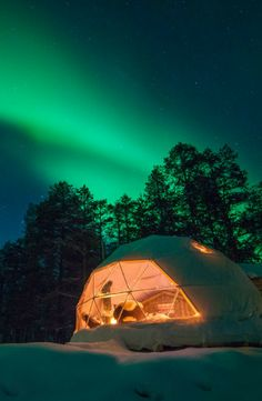 Yearning to see the amazing Northern Lights for yourself? Take a glimpse at this unique dome rental in the Finnish Lapland, just a few clicks away. Sustainable Architecture, Residential Architecture, Contemporary Architecture, Natural Building, Green Building, Geodesic Dome Homes, Art In The Park, Lapland Finland, Dome Tent