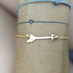 Collier arrow via ahgaga. 5€