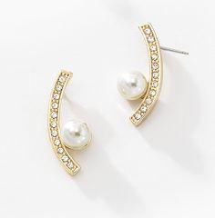 Arete Perla de Lado. Una preciosa perla blanca montada sobre un magnético arco engalanado con cristales, forman estos espléndidos aretes. Modelo: 116063