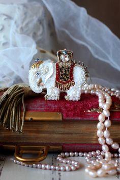 Купить Брошь-кулон Самый добрый белый слон))) - брошь, кулон, бабочка, жемчуг