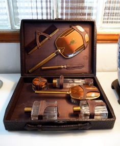 Rare - ART DECO Amber colored  Mens Travel or Dresser Set 8 Pieces and COMPLETE with CowHide Leather Case.