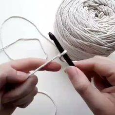 Crochet Twist, Crochet Geek, Crochet Beanie, Crochet Braids, Love Crochet, Crochet Dolls, Crochet Flowers, Crochet Stitches, Crochet Top