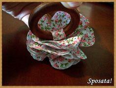 Sposata!: Passo a passo - Porta-guardanapo de madeira com flor de tecido
