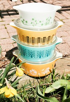 Pretty stack of promotional Pyrex casserole dishes :)