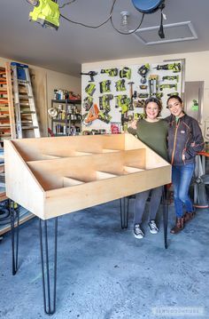 Need a chic way to store and display your vinyl record collection? Jen Woodhouse shows you how to build a DIY Vinyl Record Storage Cabinet Display. Vinyl Record Cabinet, Vinyl Record Stand, Vinyl Record Display, Vinyl Records, Vinyl Record Storage Shelf, Record Rack, Record Player, Diy Vinyl Storage, Lp Storage
