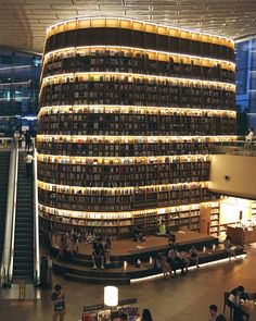 Starfield Library, COEX Mall, Seoul 💫 prettiest library in the world Beautiful Library, Dream Library, Life Is Beautiful, Seoul Korea Travel, South Korea Seoul, Seoul Photography, Library Architecture, Okinawa Japan, Beautiful Buildings