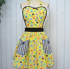Yellow is such a cheery color for aprons.