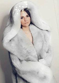 Fur Fashion, Winter Fashion, Womens Fashion, Maxi Coat, Fabulous Furs, Fur Blanket, White Fox, Fur Collars, Fox Fur