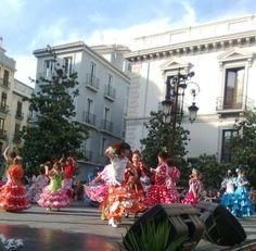 Dansende meisjes in mooie Spaanse jurkjes www.shopandalucia.be