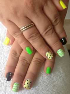 Uñas en verde Nails, Painting, Beauty, Green, Finger Nails, Ongles, Painting Art, Nail, Cosmetology
