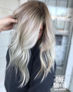 Are you going to balayage hair for the first time and know nothing about this technique? We've gathered everything you need to know about balayage, check! Medium Blonde Hair, Brown Blonde Hair, Platinum Blonde Hair, Platinum Highlights, Baylage Blonde, Blonde Hair Goals, Blonde Hair With Roots, Pearl Blonde, Icy Blonde