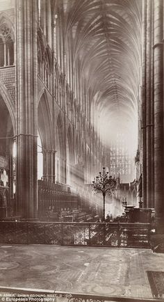 Sunlight_seeps_through_the_windows_of_Westminster_Abbey_to_illum-