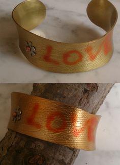De latón, con adorno alpaca y pintada. Cuff Bracelets, Jewelry, Fashion, Ornaments, Bangle Bracelets, Moda, Jewlery, Jewerly, Fashion Styles