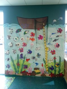 Under the sea wall. Ocean Theme Crafts, Ocean Themes, Projects For Kids, Art Projects, Under The Sea Theme, Sand And Water, Sea Art, Preschool Art, Classroom Themes