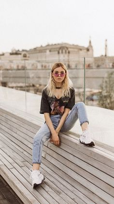 Portrait Photography Poses, Photography Poses Women, Grunge Photography, Urban Photography, White Photography, Newborn Photography, Best Photo Poses, Girl Photo Poses, Look Street Style