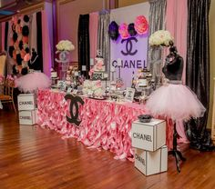Ck Creation By Chuly 's Birthday / Chanel - Photo Gallery at Catch My Party Sweet 16 Party Themes, Sweet 16 Party Decorations, 40th Birthday Decorations, 13th Birthday Parties, Birthday Party Themes, 16th Birthday, Birthday Backdrop, Birthday Ideas, Chanel Birthday Party