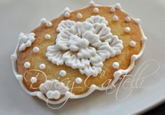 lace dress brush embroderie cookie