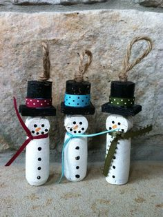 Wine Cork Snowman Christmas Ornament by Amazingknits on Etsy, Snowman Christmas Ornaments, Snowman Crafts, Christmas Snowman, Christmas Projects, Holiday Crafts, Christmas Decorations, Crochet Christmas, Wine Craft, Wine Cork Crafts